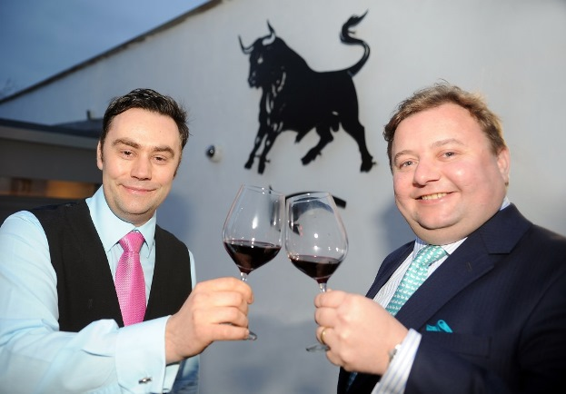 (L-R) Ian Pilcher general manager of The Black_Bull Inn and Michael Ibbotson managing director of Provenance_Inns (B)