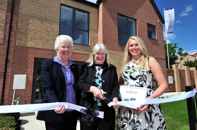 (left to right) Mayor of Doncaster, Ros Jones, Cllr Sandra Holland, Cabinet Member for Housing & Environment, Hollie Reynolds, Muse Developments. Credit Roger Moody