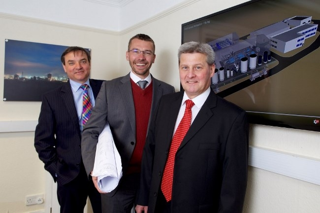 Pix: Shaun Flannery/shaunflanneryphotography.com COPYRIGHT PICTURE>>SHAUN FLANNERY>01302-570814>>07778315553>> 25th May 2016 Finance Yorkshire - GSA Environmental Brigg Pictured are L-R Paul Gower of Finance Yorkshire, Michael Grimley of GSA Environmental and Alex McWhirter of Finance Yorkshire.