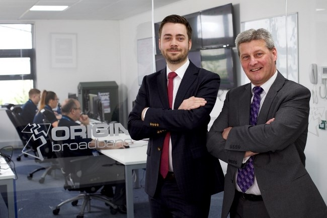 Pix: Shaun Flannery/shaunflanneryphotography.com COPYRIGHT PICTURE>>SHAUN FLANNERY>01302-570814>>07778315553>> 20th May 2016 Finance Yorkshire - Origin Broadband. Doncaster Oliver Bryssau of Origin Broadband pictured with with Alex McWhirter of Finance Yorkshire.