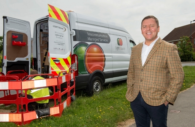 9 June 2016: Steve Hill of Light Source who are helping KCOM install Lightstream superfast fibre broadband service into homes and offices. He is pictured in Kingswood, Hull. Picture: Sean Spencer/Hull News & Pictures Ltd 01482 772651/07976 433960 www.hullnews.co.uk   sean@hullnews.co.uk