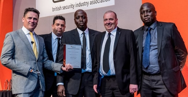 (l-r) Chris Moon, former British Army Officer, presents the BSIA Best Team Award to Kings Security Andy Horner, Ed Quashie, Terry Duffy and Job Quashie